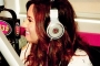 demi-lovato-beats-by-dre-headphones