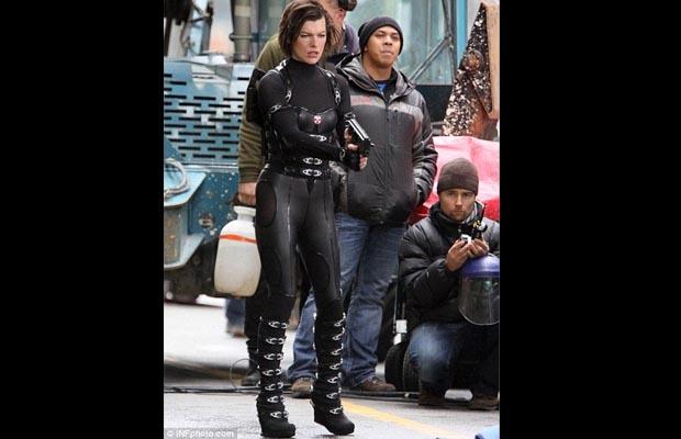 Milla Jovovich Resident Evil: Retribution Shooting