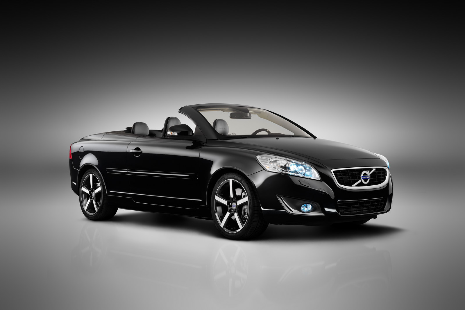 Volvo C70 Inspiration Edition Unveiled