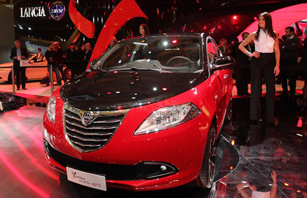 Chrysler Lancia Ypsilon Black and Red