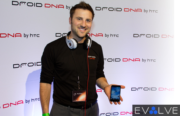 HTC Droid DNA Hands-on Preview (Hardware, Wireless Charging & Accessories)