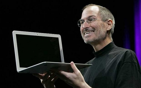 steve-jobs-macbook-air-macworld-2008