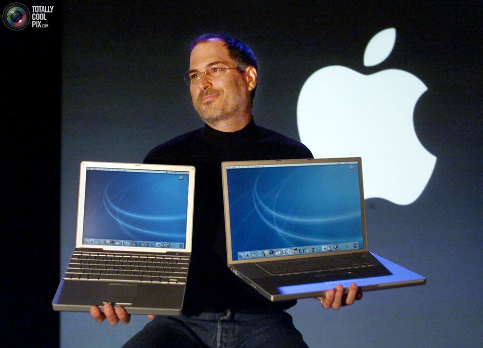 steve-jobs-macworld-2003-powerbooks