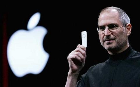 steve-jobs-macworld-expo-2005-ipod-shuffle