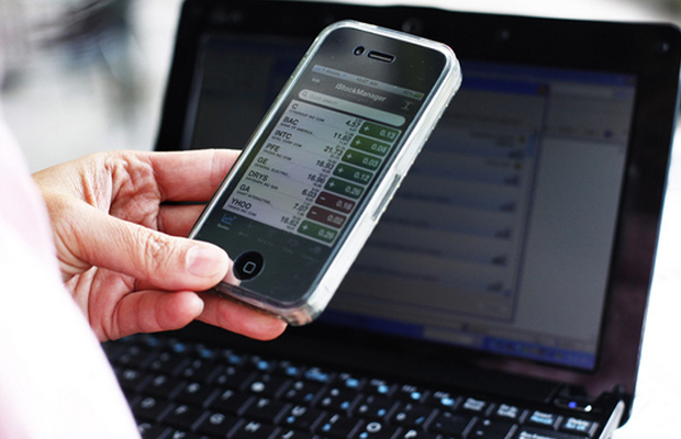 Using Your Smart Phone to Stay on Budget