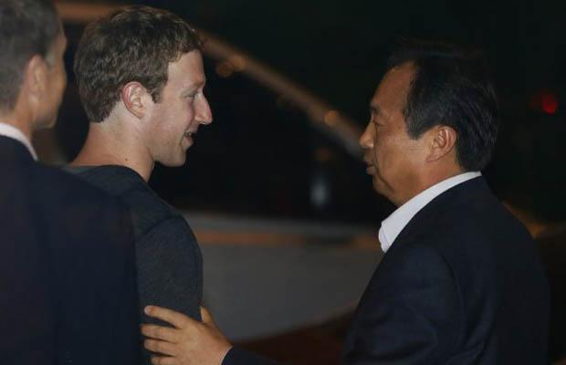 Facebook Phone Samsung Mark Zuckerberg