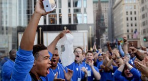 Apple Stocking 90 Percent of iPhone 5S Models in Apple Store