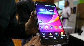 CES 2014: LG G-Flex Curved Smartphone Coming to US This Spring