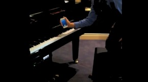 Video: Siri Hacked To Play Piano